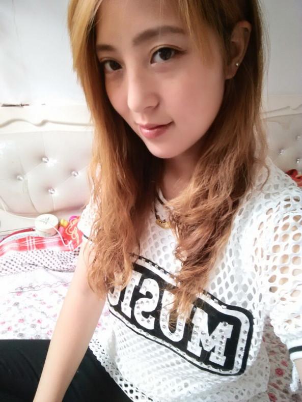 Morning selfie in Bed 🛌